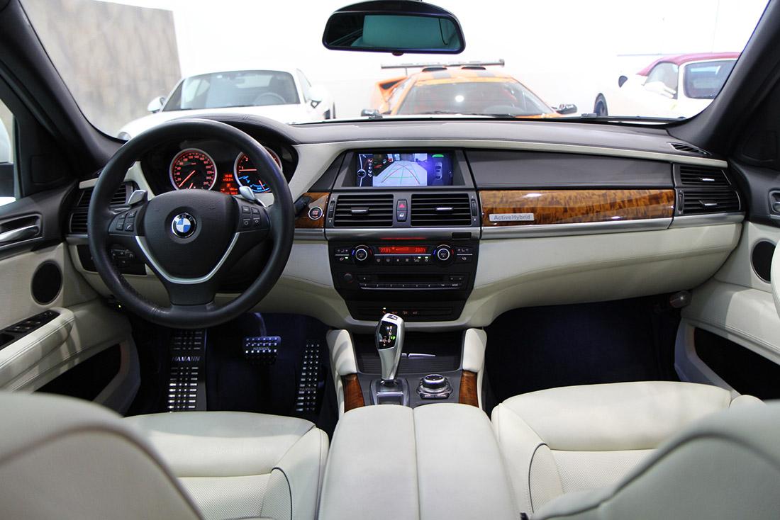 BMW x6にハーフマンのフットペダルを装着!